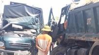 Hai xe tải đối đầu, 3 người thương vong