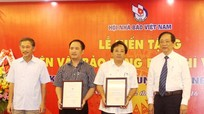 Hội nhà báo Nghệ An hiến tặng hiện vật Bảo tàng báo chí Việt Nam