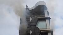 Quán karaoke 7 tầng cháy, gần 100 cảnh sát dập lửa
