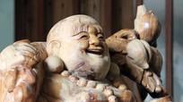 Tượng Phật Di Lặc bằng gỗ bách xanh 'lớn nhất Việt Nam'