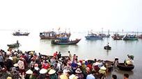 Ngư dân Nghệ An nỗ lực vươn khơi