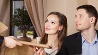 Tại sao đàn ông luôn phải thanh toán hóa đơn khi đi hẹn hò?