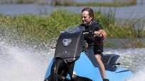 Chiếc xe máy có khả năng lội nước băng băng