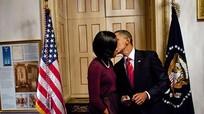 Kỷ niệm ngày cưới, Obama đăng ảnh tình tứ với vợ