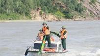 Bộ đội biên phòng vận chuyển ngư dân bị nạn về đất liền cấp cứu