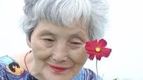 Cụ bà 74 tuổi 'lột xác' thành ngôi sao thời trang