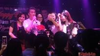 Mr Đàm 'quẩy' tưng bừng đón sinh nhật cùng fan xứ Nghệ