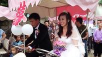 Nghệ An: Độc đáo với màn rước dâu bằng xe đạp đôi