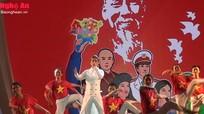 Xem Đàm Vĩnh Hưng biểu diễn tại quảng trường Hồ Chí Minh