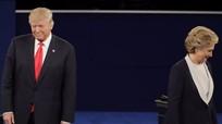 Khoảnh khắc Hillary Clinton né bắt tay Donald Trump
