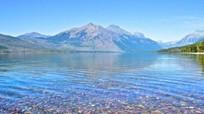 Hồ nước chứa hàng triệu viên đá bảy sắc cầu vồng