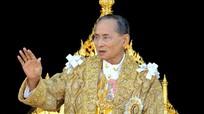 Người Thái cầu nguyện cho sức khỏe nhà vua