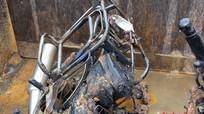 Xe chở trứng cháy rụi sau tai nạn
