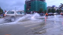 Nhiều điểm trên Đại lộ Lê nin vẫn chìm trong biển nước