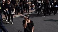 Trang phục đen 'cháy hàng' ở Thái Lan
