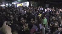 Đám đông chỉ trích người bị nghi phỉ báng Quốc vương Thái Lan