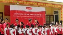 Dai-ichi Life Việt Nam tặng 250 áo ấm cho học sinh nghèo Tương Dương