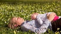 Tắm nắng trước 9 giờ sáng có thể gây hại cho trẻ