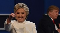 Cử tri bỏ phiếu sớm nghiêng về bà Clinton