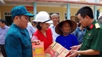 Các đơn vị, doanh nghiệp, tổ chức từ thiện tặng quà nhân dân vùng lũ