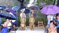 Trung Quốc khánh thành tượng phụ nữ 'mua vui'