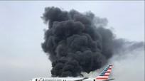 Máy bay chở 170 hành khách bốc cháy ở Chicago