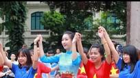 Dàn hoa hậu cùng hàng ngàn học sinh, sinh viên 'Nhảy vì sự tử tế'