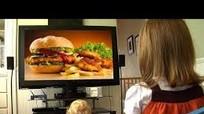 Trẻ ăn nhiều khi xem quảng cáo là do gen?