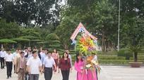 Phó Chủ tịch nước Đặng Thị Ngọc Thịnh dâng hoa tại Khu di tích Kim Liên
