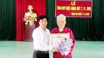 Trao tặng Huy hiệu 70 tuổi Đảng cho đảng viên cao tuổi