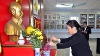 Báo Nghệ An dâng hương tưởng niệm Chủ tịch Hồ Chí Minh
