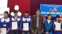 Công ty Samsung trao học bổng cho học sinh nghèo vượt khó