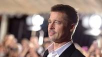 Brad Pitt một mình lên thảm đỏ ra mắt phim