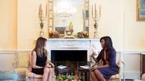 Vì sao Đệ nhất Phu nhân Michelle Obama mặc váy tím tiếp bà Trump?