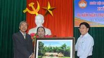 Phó Bí thư Tỉnh ủy Nguyễn Văn Thông vui hội đại đoàn kết tại phường Hưng Phúc, TP. Vinh