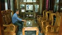 Bộ bàn ghế bằng gỗ bách xanh 'độc nhất vô nhị' ở miền tây Nghệ An