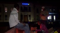 Dân Zimbabwe cắm trại qua đêm chờ rút tiền
