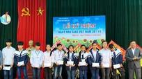 Nghi Lộc: Trao tặng quà cho học sinh nghèo vượt khó học giỏi