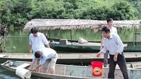 Thả gần 700 kg cá giống tại hồ thủy điện Hủa Na