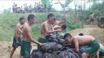 Trung đoàn 335 diễn tập bơi vượt sông có vũ khí