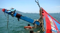 Nghệ An: Tàu cá chìm khi va đá ngầm, 18 ngư dân thoát nạn