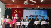 Gần 150 hộ người Thái được tặng tivi