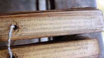 Cuốn sách cổ bằng lá cây quý hiếm ở miền Tây xứ Nghệ