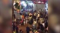 Hàng chục thiếu niên đánh chém nhau trên phố đi bộ Hà Nội