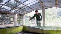 Bộ đội đưa ếch lên vùng biên cho đồng bào dân tộc