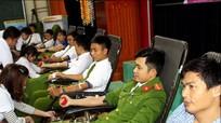 Hơn 800 tình nguyện viên tham gia hiến máu nhân đạo