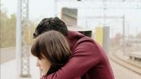 Vì sao phụ nữ thích được ôm từ phía sau?