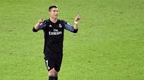 Ronaldo cán đích 500 bàn trước Messi