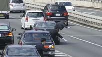 Cách cảnh sát Nhật dẫn đoàn xe ưu tiên