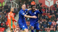 Thiếu người và bị dẫn hai bàn, nhưng Leicester không sụp đổ
